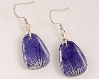 Hars oorbellen: Geperst bloem sieraden hars door SennaDesigns