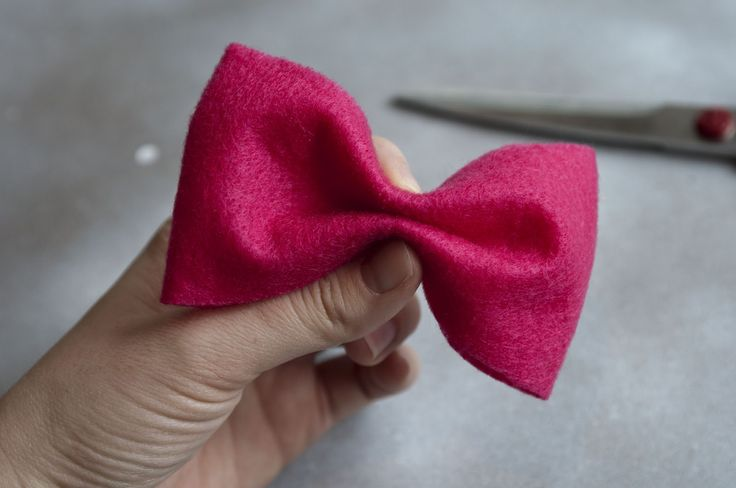 Happy Friday! Here it is! Materials needed: felt, hair clips (you can find these at Sally Beauty Supply), good fabric scissors, glue gun. ...