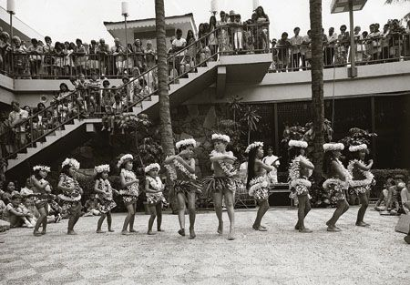 1959, Ala Moana Center was the largest shopping center in the United States.  Here, keikis perform the hula on Center Stage.