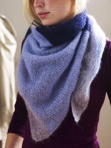Kuscheliges Dreieckstuch stricken: Schal in Blau