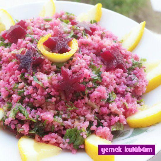 Pembe Bulgur Salatası Tarifi nasıl yapılır? Resimli Pembe Bulgur Salatası Tarifi anlatımı ve malzemeleri burada. Diyet yapanlar için sağlıklı salata tarifleri.