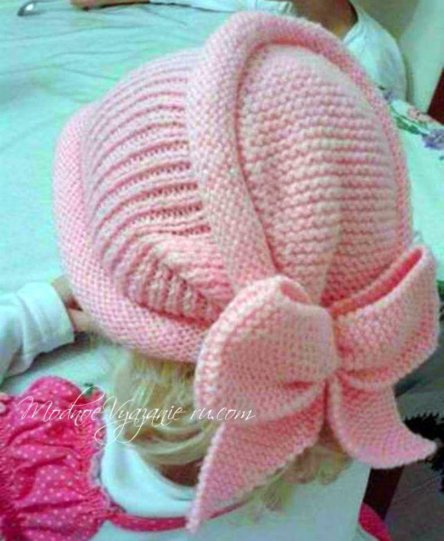 Оригинальная шапочка спицами для девочек -  Модное вязание