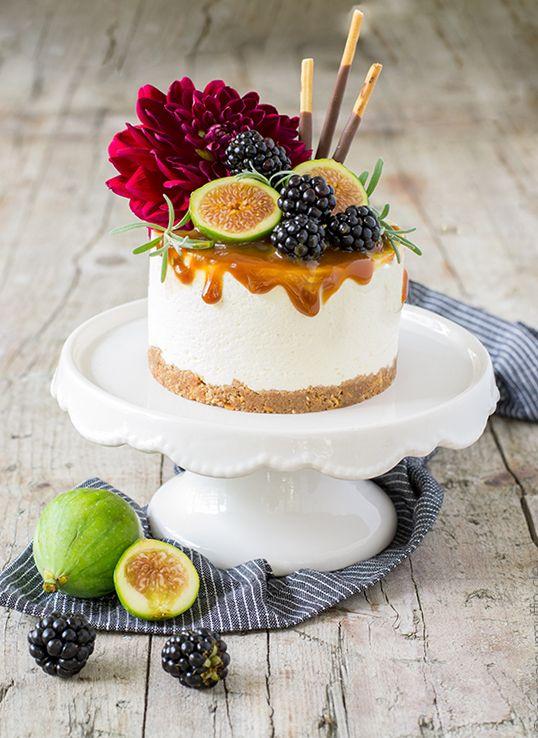 Mikado-Törtchen | Mini-Cheesecake mit Salzkaramell, Feigen und Brombeeren | Mikadotorte | pocky sticks cake | Mikadokuchen | © monsieurmuffin
