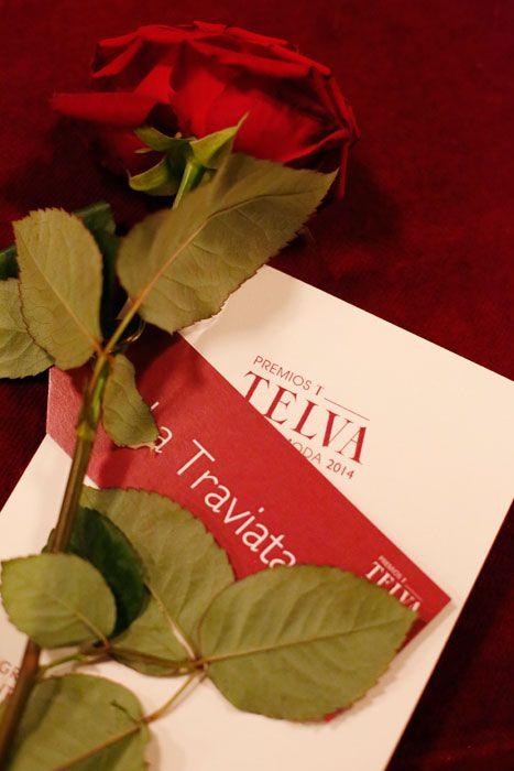 Cada uno de los invitados a los Premios Telva Moda recibió una rosa Red Naomi que le indicaba la mesa de la cena de Gala donde se sentaría. La fiesta tuvo lugar en el Teatro Real de Madrid y la cena sobre el mismo escenario. El resultado fue espectacular! #Bourguignonflor #Rosas #RedNaomi #PortaNova