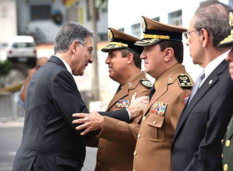 Polícia Militar de MG tem novo comandante http://www.passosmgonline.com/index.php/2014-01-22-23-07-47/geral/9826-policia-militar-de-mg-tem-novo-omandante