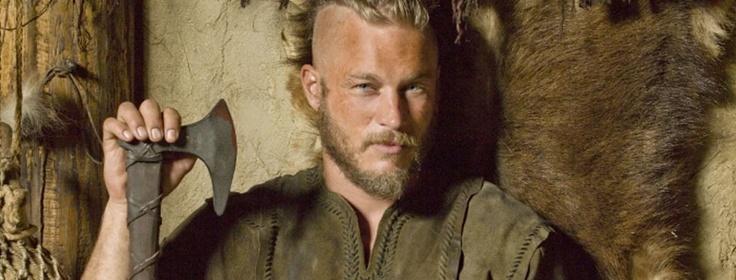 Aqueron (como lo conocemos muchos menyons) o mejor dicho Travis Fimmel es el protagonista en la serie Vikins (Vikingos) del Canal Historia (Channel History) alli le conoceremos como Ragnar ;) (Foto 14)