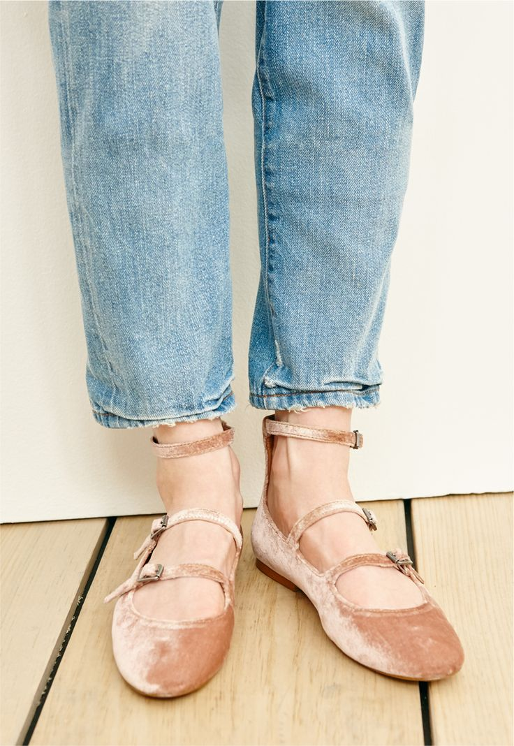 madewell velvet julie flat worn with the perfect vintage jean.