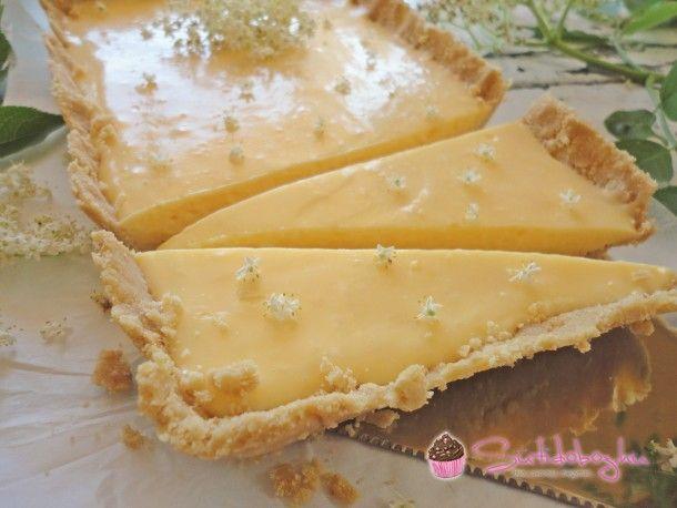 Nem is kell bekapcsolni a sütőt, hogy egy szuper hűsítő, citromos-bodzástortát készítsetek percek alatt! Nézzétek:) A bodza ugyan már rég