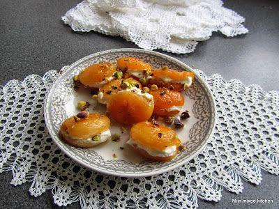Kaymaklı kuru kayısı tatlısı (gedroogde abrikozen gevuld met kaymak)