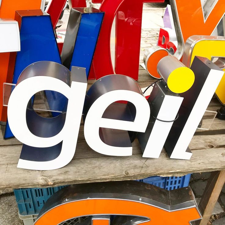 Almost #Friday, super geil. (Geil means cool in German 🇩🇪 btw)🕶  .  .  .  #ig_deutschland #diestadtberlin #berlinstagram #berlinstyle #ig_berlin #berlincalling #igersberlin #arkonaplatz #mauerpark #geil #typography #igersberlin #typographyinspired
