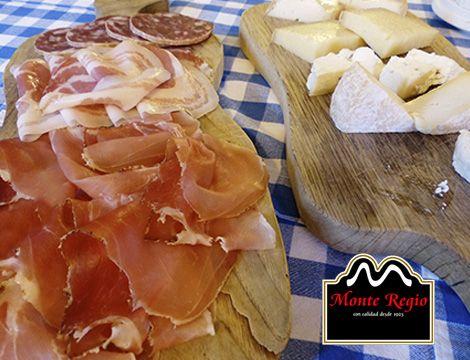 Llegó la hora del #aperitivo: Tabla de embutidos con jamón ibérico #MonteRegio, queso y longaniza #viernesconjamon