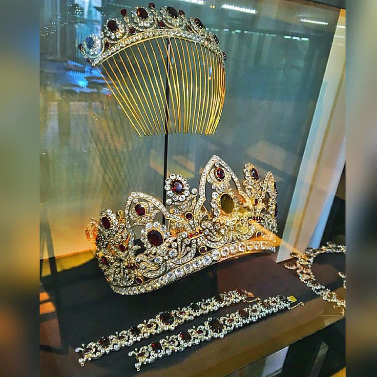 """Chaumet!!! Marvelous tiara!!! Via @adialfardan #dubai #diamond #diamonds…"