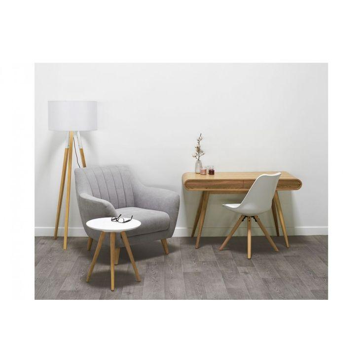 La MINI SIENNE BLANC au design scandinave et pieds compas allie l'authenticité et le moderne grâce à son bois chaleureux et ses couleurs lumineuses. Son petit format permet de créer un espace de détente en toute convivialité.