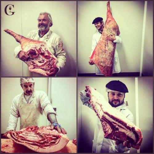 Decoupe cochons noirs gascons. #gueuleton #bonvivant #atable #cochon #porcnoir #porcgascon #viande #elevage #boucher #charcuterie #belleviande #porc #albret #artisan #béret #campagne #lotergaronne #gers #chapolard #saucisson #jambon #blackpork #ham...