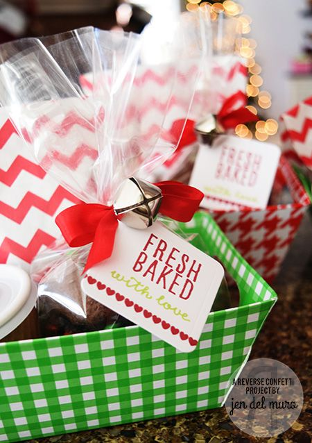 Reverse Confetti | Fresh Baked with Love Tag for homemade gifts | Christmas gifts | www.reverseconfetti.com