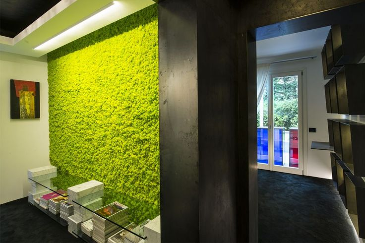 Parete verticale Muschio Arredo by Lizzeri a Bologna, Italia. Installazione a parete verticale di licheni stabilizzati. Lizzeri Design