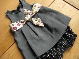 On aime : La parementure de la robe dans le même tissu que le bloomer