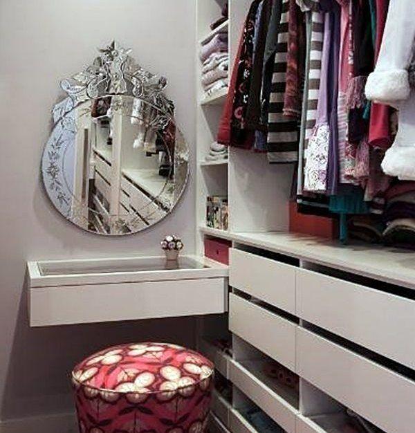 10 dicas para ter um closet mesmo pequenino para chamar de seu! No #simplesdecoração ! Link no perfil ! #closet #dicas # decoração # funcionalidade