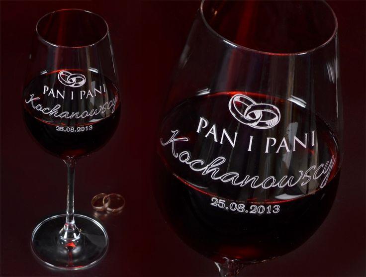 Grawerowany kieliszek do wina OBR�CZKI