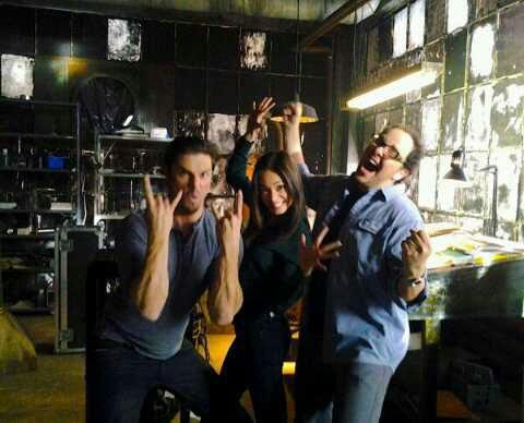 BTS Photo - beauty-and-the-beast-cw Photo: Isn't this a smexy picture of JT, Cat, and Vince? ;)