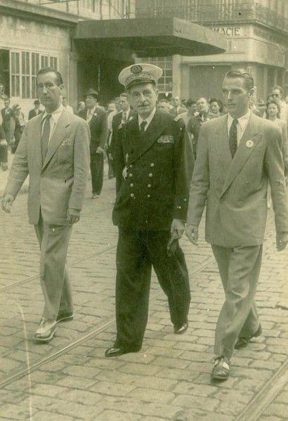2 Janvier 1942 Jean Moulin Est Parachute En France Estime De Soi Citation Guerre Mondiale