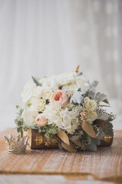 Blush and gold bridal bouquet |
