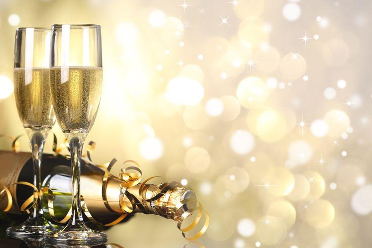 Ein neues Jahr ist wie ein leeres Buch und der Stift in der Hand. Es ist eure Chance, eine schöne Geschichte für euch zu schreiben. Das Team vom Brautmode-Discount wünscht euch einen guten Rutsch!