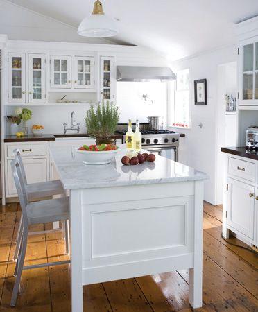 a cottage kitchen in Sag Harbor