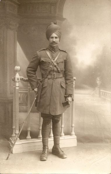 British Indian officer, portrayed in a studio in Marseille, just after his arrival in France. WW1.