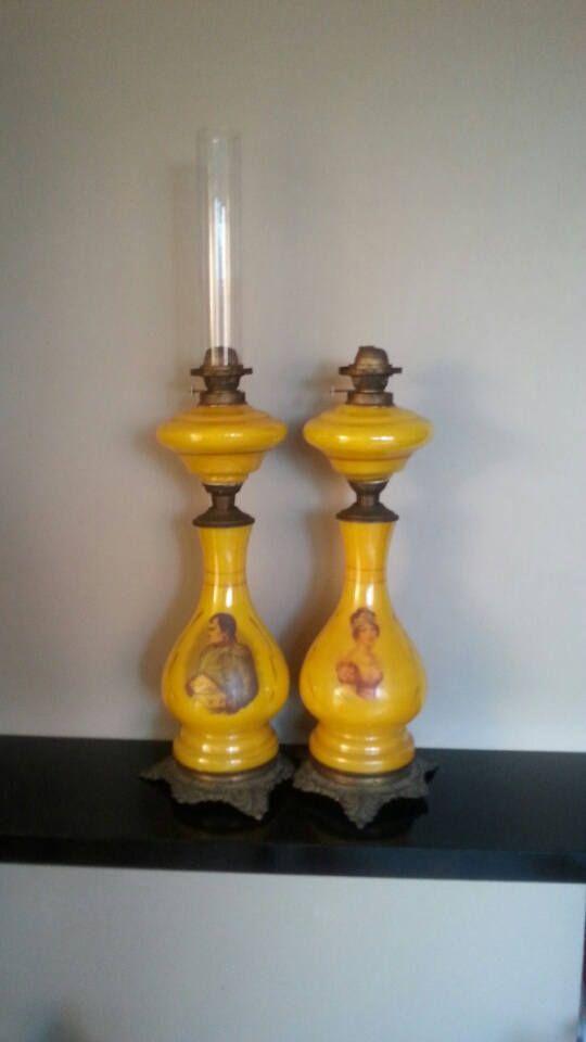 Een Paar Gele Antiek Opaline Glazen Banquet Olielampen
