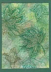 Tissue paper bestempelen en wanneer droog met spons kleuren. Tissuepaper verkreukelen en met lijm opplakken zodat kreukels zichtbaar blijven. Met droge kwast en verf de kreukels accenturen