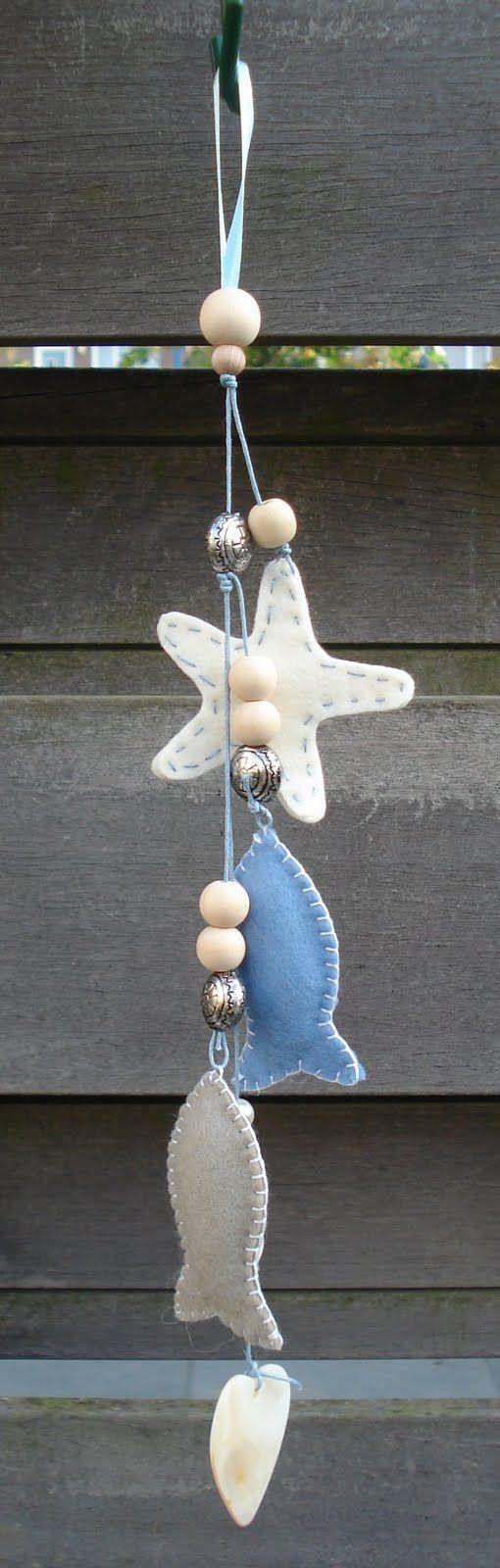 Petit mobile guirlande en feutrine avec des poissons, coquillage et étoile de mer / Felt guirland with fish and star fish: