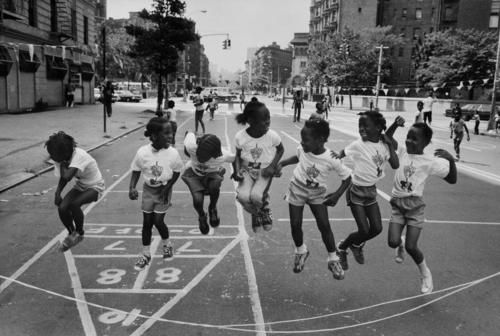 Harlem New York, 1981. I love this. Captures the essence of that sense of carefreeness you only possess during childhood.      Harlem, New York  1981  Raymond Depardon