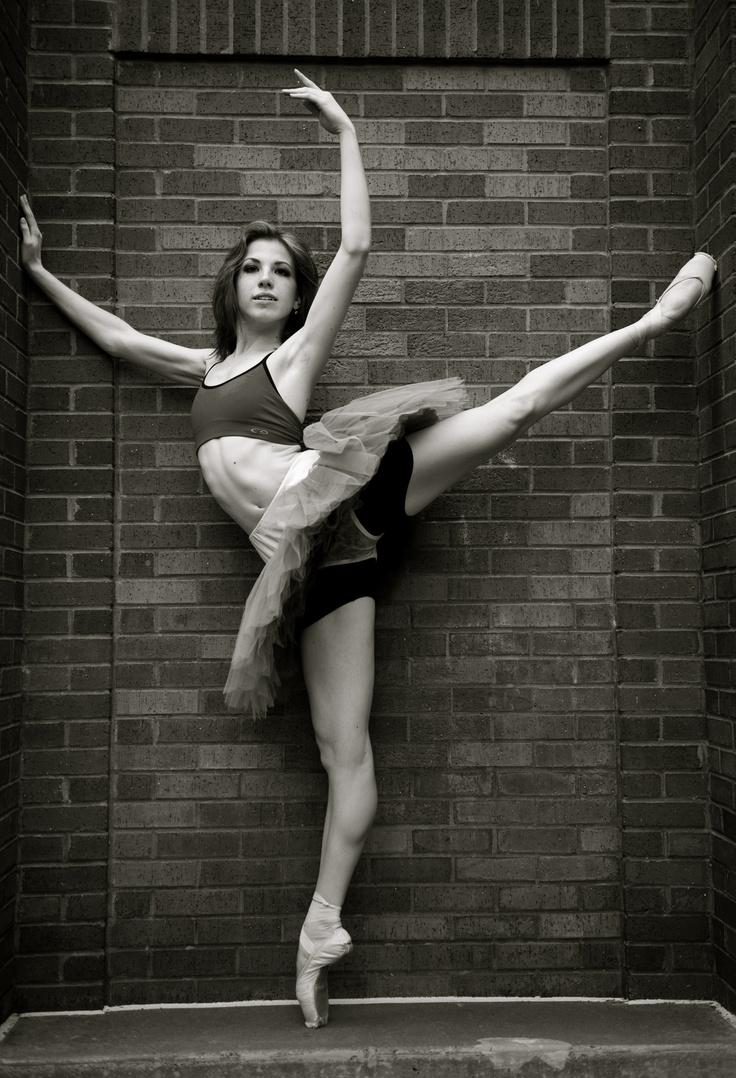 .Ballet Dancers, Dancers Legs, Dance Projects, Dance Photos, Point Dancers, Dance Exercise, Urban Ballet Photography, Dance Ballet, Ballet Photos