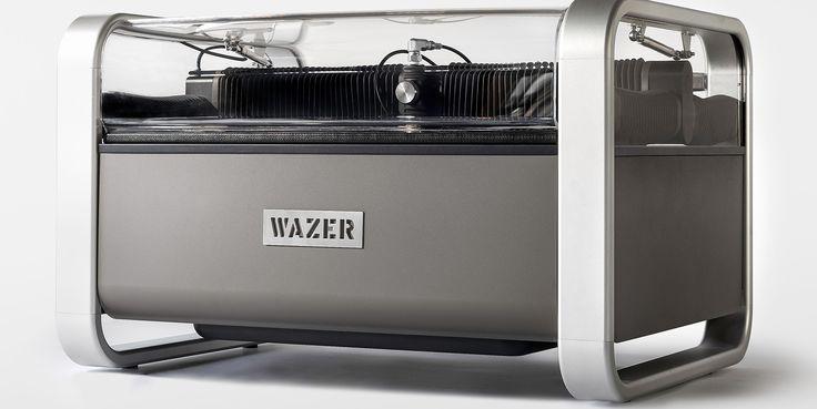 Des ingénieurs new-yorkais ont mis au point une découpeuse à jet d'eau «de poche». Proposée sur Kickstarter à un prix défiant toute concurrence pour une livraison fin 2017, Wazer pourrait démocratiser la découpe.