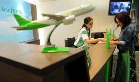"Citilink, maskapai penerbangan anak perusahaan PT Garuda Indonesia, memastikan ""airport tax"" atau pajak layanan bandara masuk dalam hitungan tarif tiket penerbangannya. Menurut menejemen perusahaan, kebijakan menggabungkan airport tax ke dalam tiket, merupakan salah satu cara untuk memberikan kemudahan kepada penumpang."