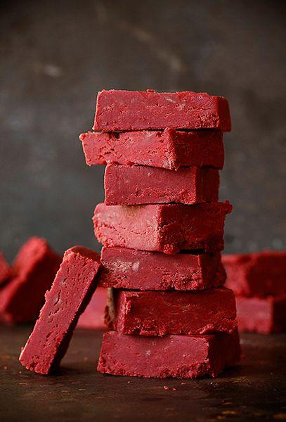 red velvet fudge recipe ~ http://iambaker.net