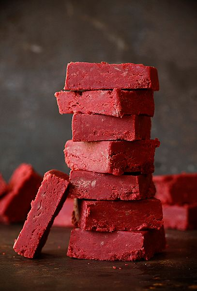 red velvet fudge recipe ~ http://iambaker.net