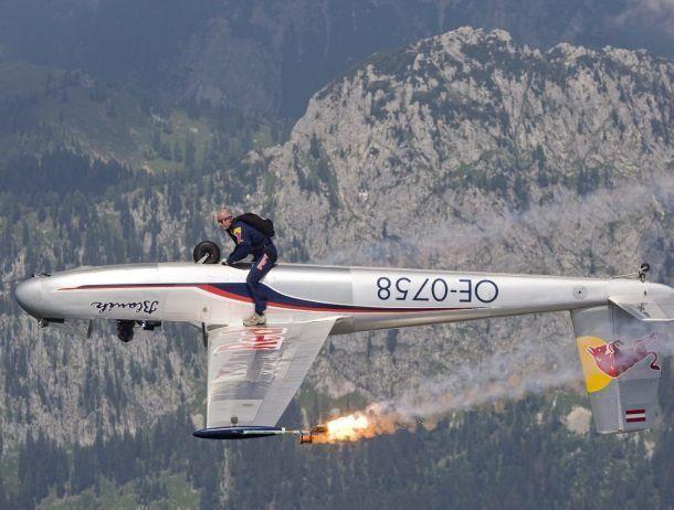 Командир воздушного судна, летавший даже на штурмовиках, честно ответил на 15 вопросов беспокойных пассажиров.