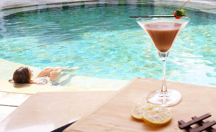 A refreshing cocktail and a glittering infinity pool—that's what life in paradise is all about!  #TheCamakilaLegianBali #CamakilaBali #Camakila #Legian #Bali