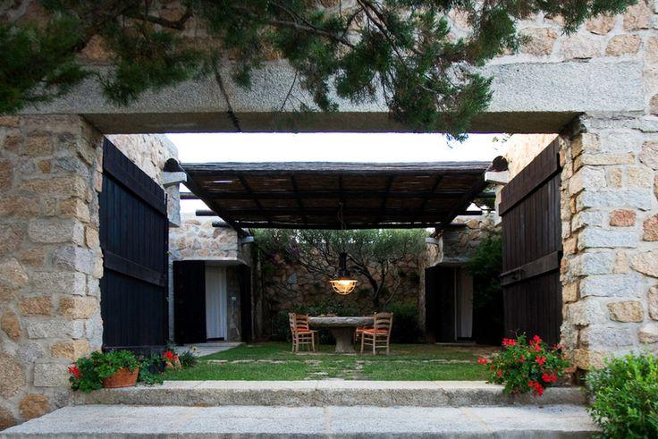 http://casa.grazia.it/casa-interni/sardegna-villa-pietra-mare-zanuso-arzachena