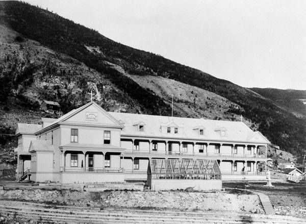 Hôpital St. Mary à Dawson (Yukon) http://collectionscanada.gc.ca/pam_archives/index.php?fuseaction=genitem.displayItem&lang=fre&rec_nbr=3328458