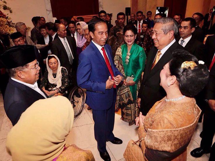 Ikut berbahagia atas HUT Emas pernikahan Bapak Jusuf Kalla dengan Ibu Mufidah, 27 Agustus 2017. ➖ Feel so happy for the golden anniversary of Mr. Jusuf Kalla and Mrs. Mufidah, 27 August 2017.