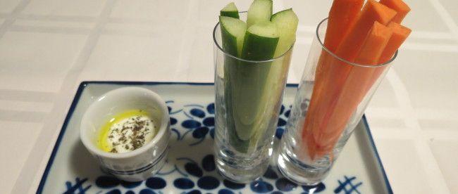 Palitos de Cenoura e Pepino com Molho de Iogurte