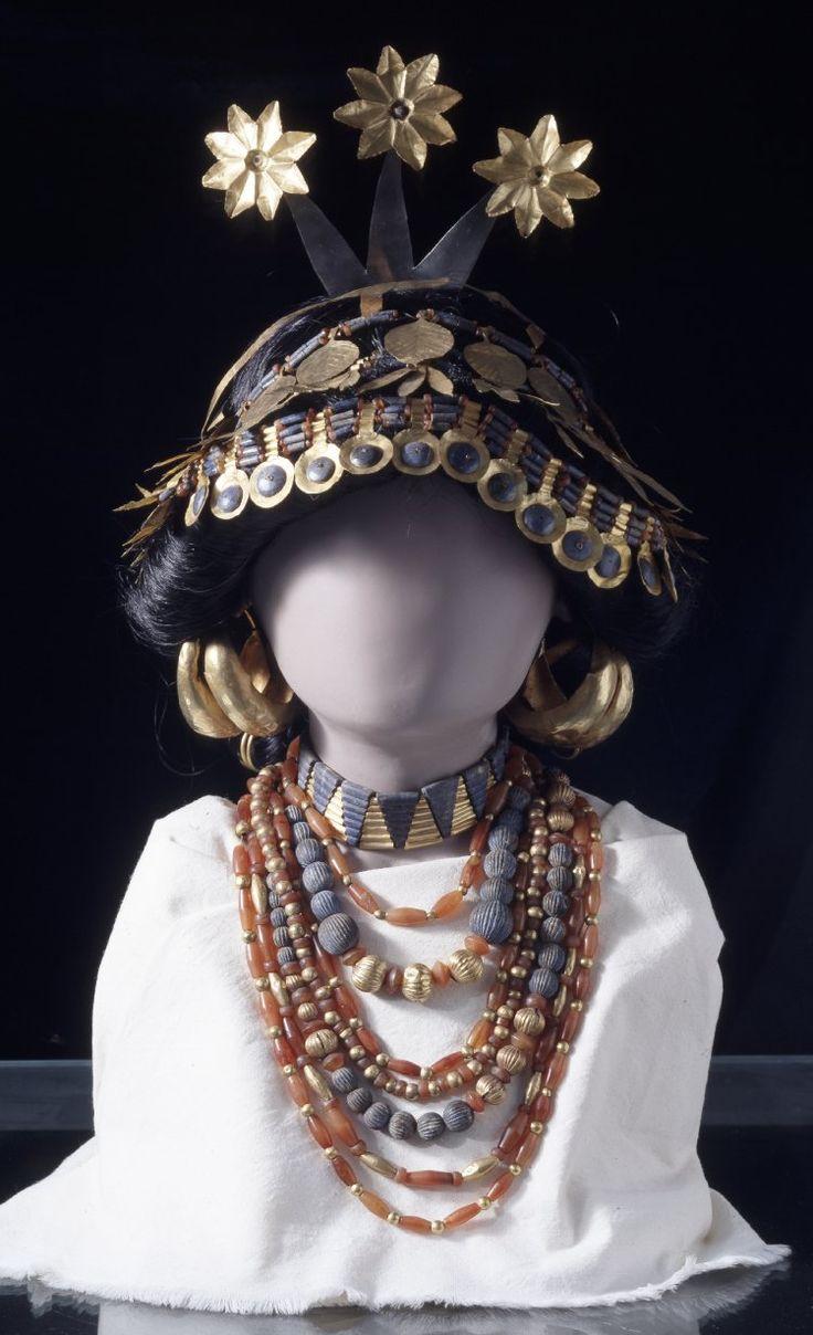 omgthatartifact:  Headdress of Princess Puabi Sumerian, 2600 BC The British Museum   Will always reblog.