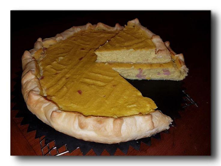 sfogliata salata con crema di patate e prosciutto agli aromi, una torta nata per smaltire una busta di fiocchi di patate, veloce da preparare, da servire s