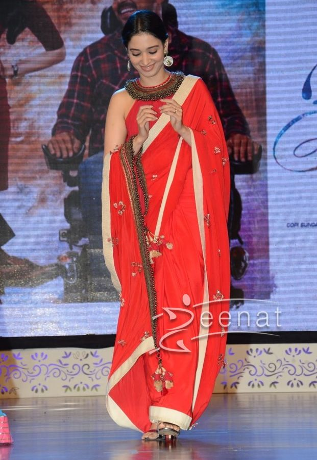#TamannahBhatia in #SilkRedSaree #IndianSarees #SareeFashion #TamannaSaree #Tamannah #RedDresses #DesignerWear #Fashion #LatestTrends