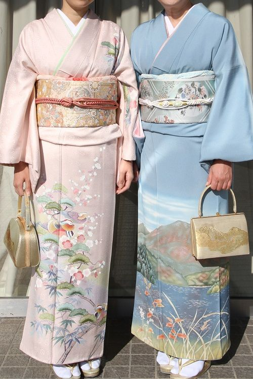 Two gorgeous kimonos. Look at the detailing on the blue one :D