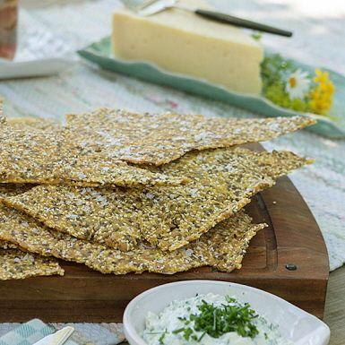 Recept: Hembakat majsknäcke med frön