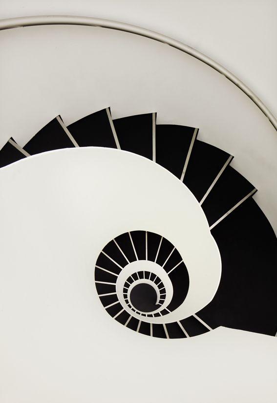 Un escalier où il ne faut pas avoir peur du noir...